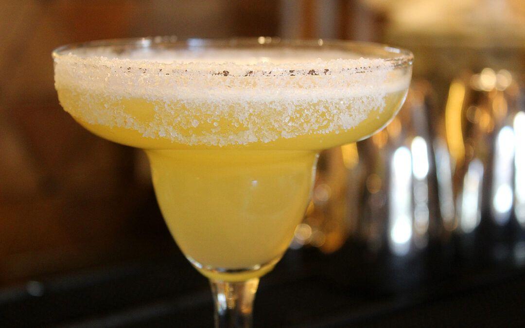 Conoce los cocteles mexicanos más famosos. ¡Salud!